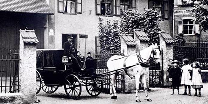 Historische Reisekutsche der Firma Domberger