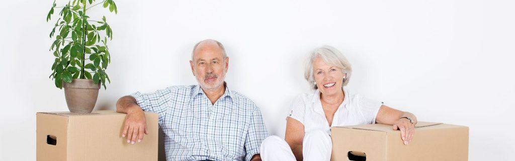 Senioren beim Umzug
