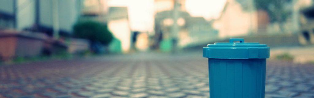 Blaue Mülltonne